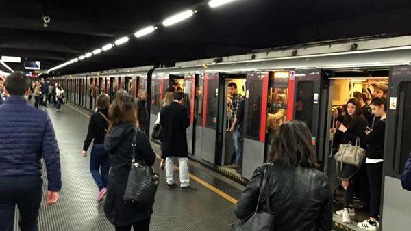 Metro rossa banchina di Nicola Scano